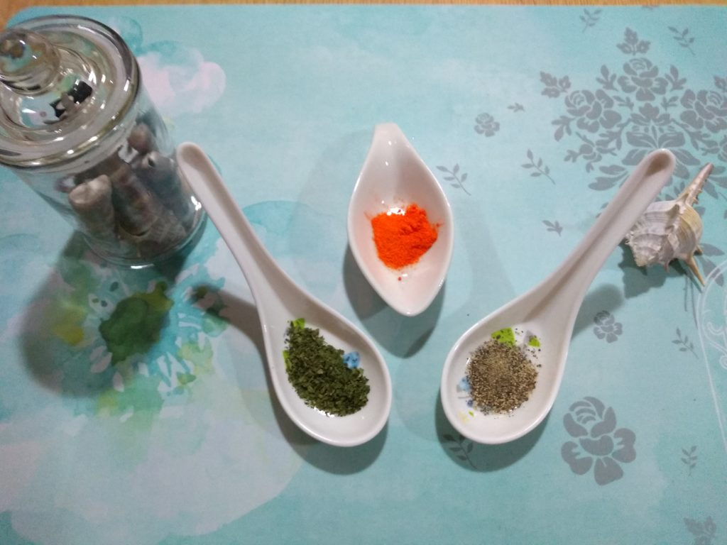 Pimienta, colorante y perejil