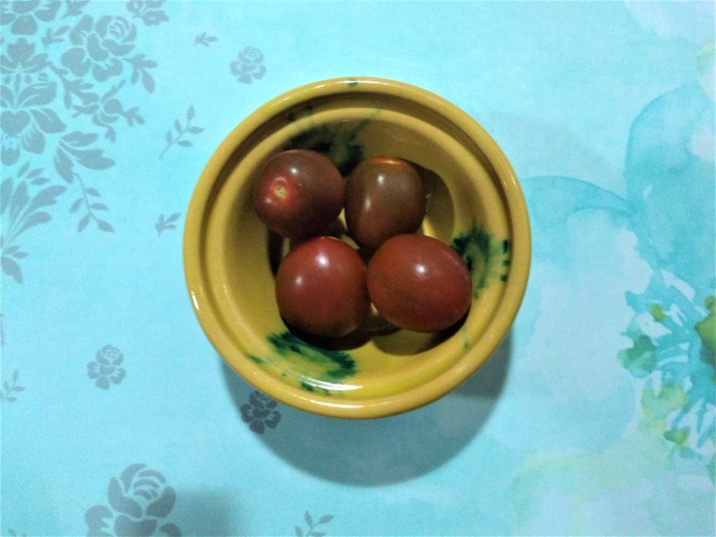 Ensalada de los reyes con mango y aguacate