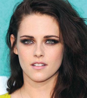 Kristen Stewar , demasiado mate el color de labios.