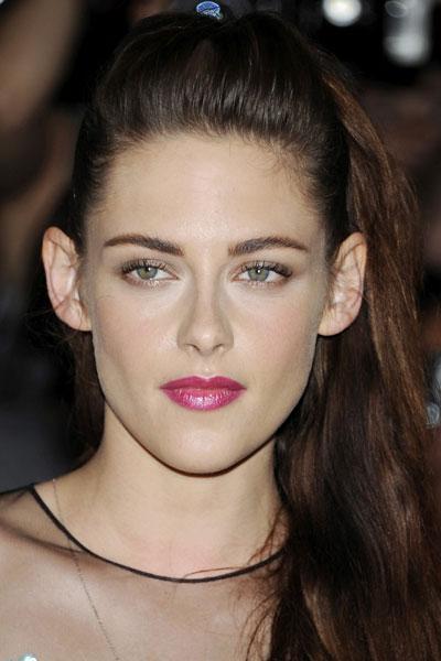 Kristen Stewar con gloss rosa brillante, aumenta el volumen de sus labios