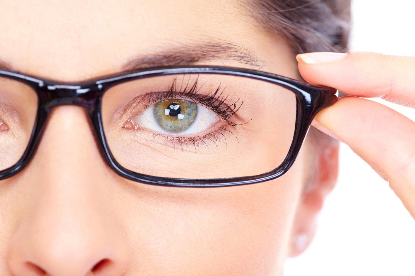 Los ácidos grasos Omenga tres ayudan al mantenimiento de la visión.