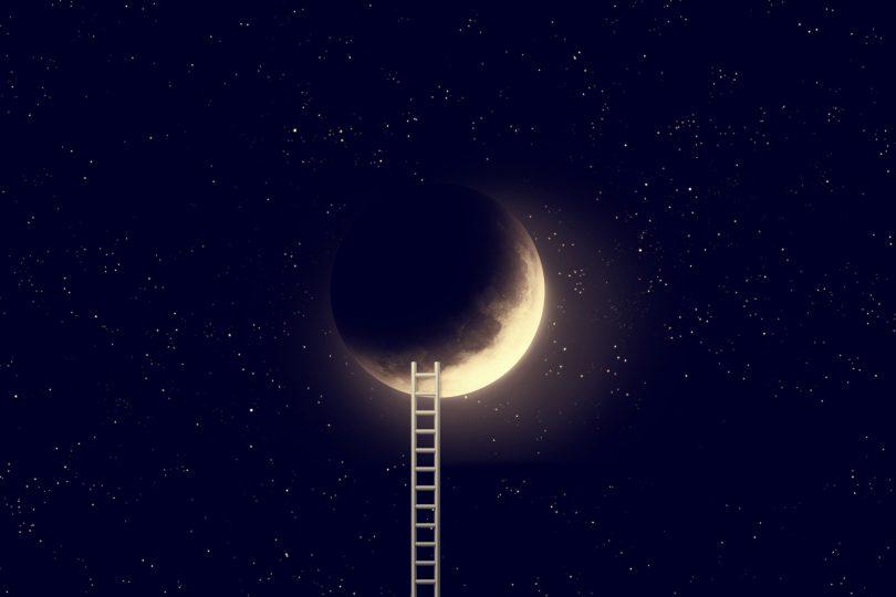 Si sueñas con alcanzar la luna, busca en tus sueños la escalera más alta. Lo lograrás.