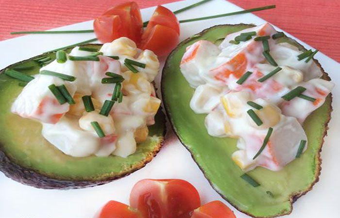 Aguacates con ensaladilla de surimi