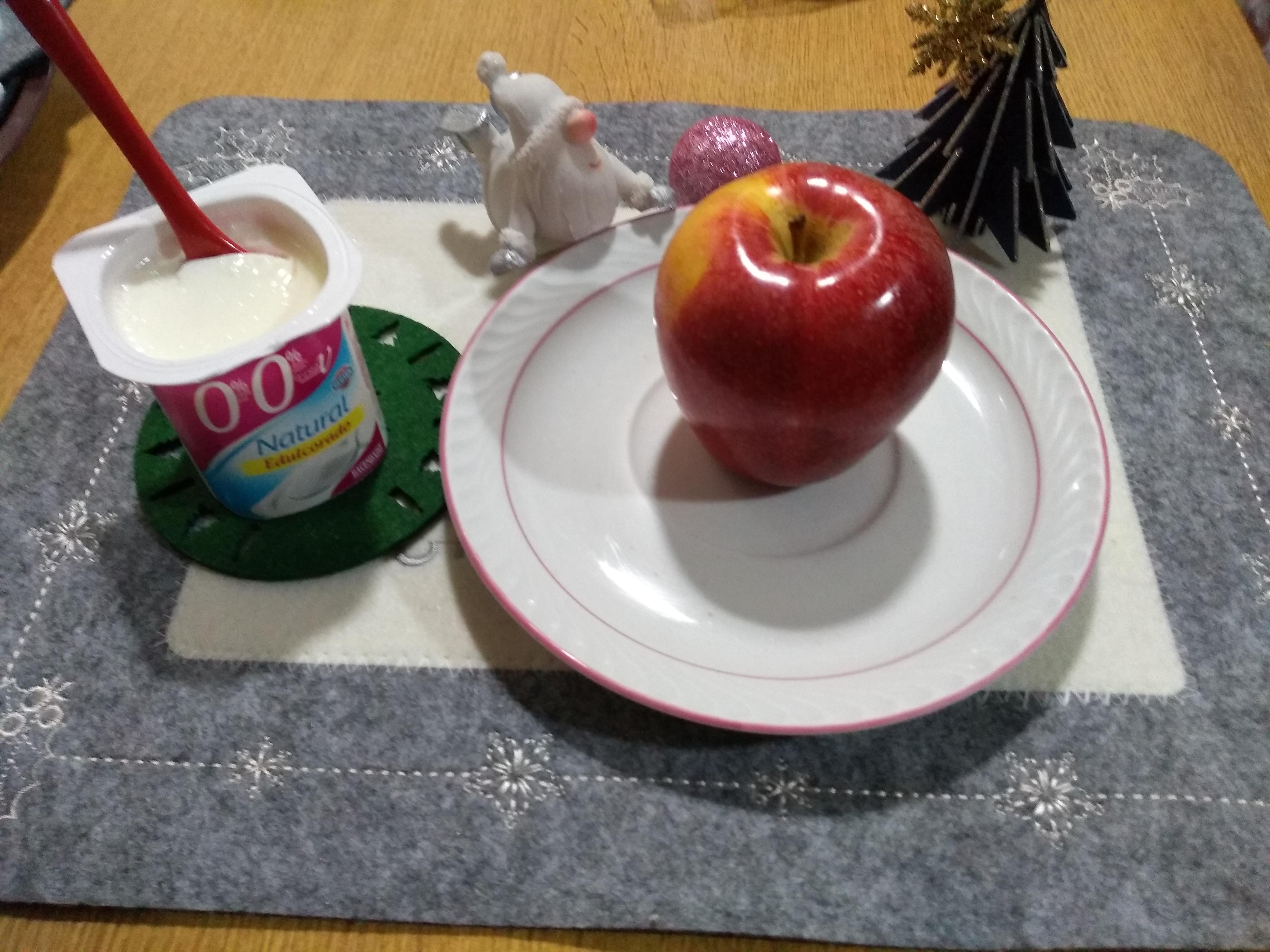 Menú de nochebuena sin excesos yogur desnatado y manzana