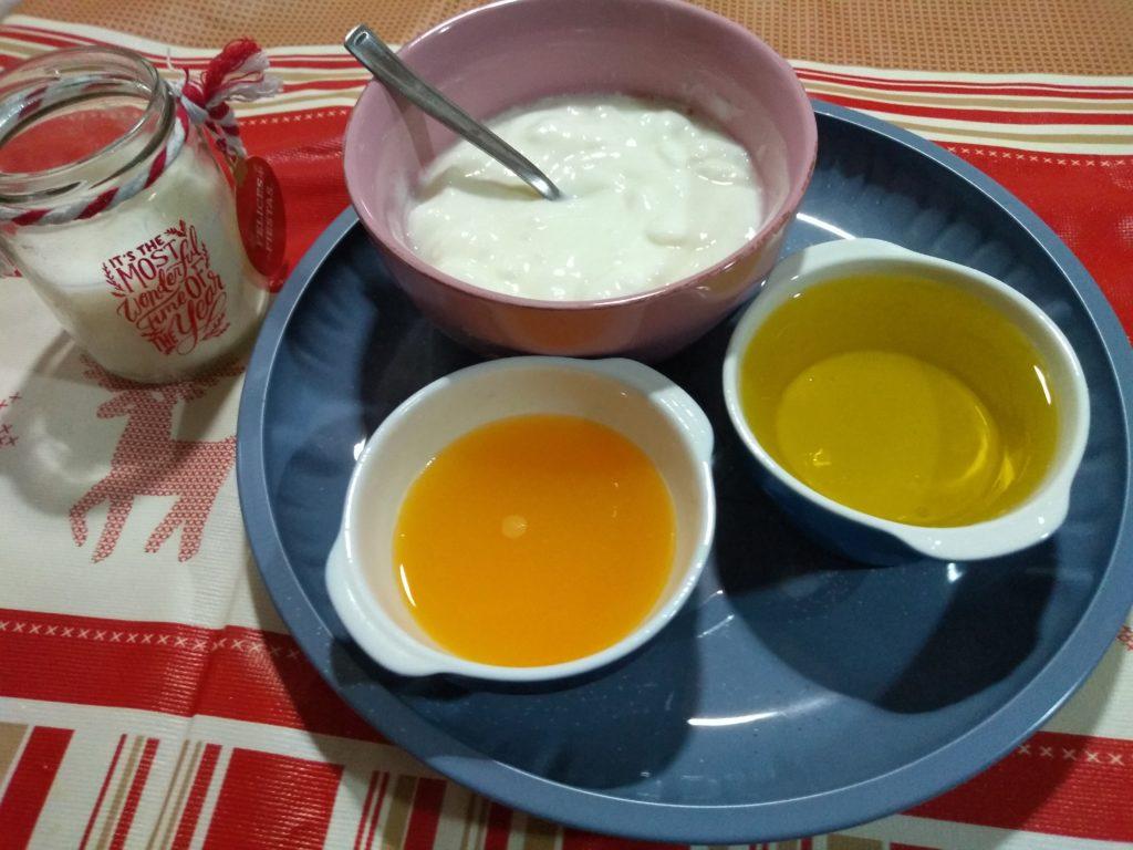 Yogur desnatado, aceite y zumo de naranja