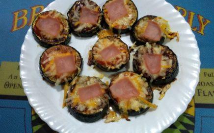 Plato con minipizzas de calabacín