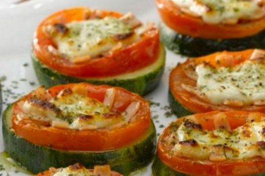 Minipizzas de calabacín con tomate