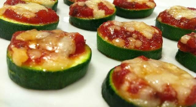 Minipizzas con tomate y queso