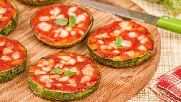 Minipizzas con tomate y poco queso
