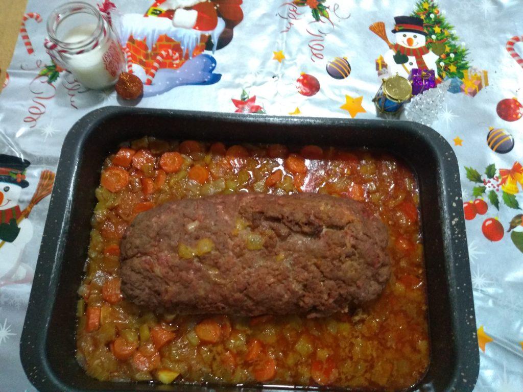 Rollo de carne picada relleno en Reyes