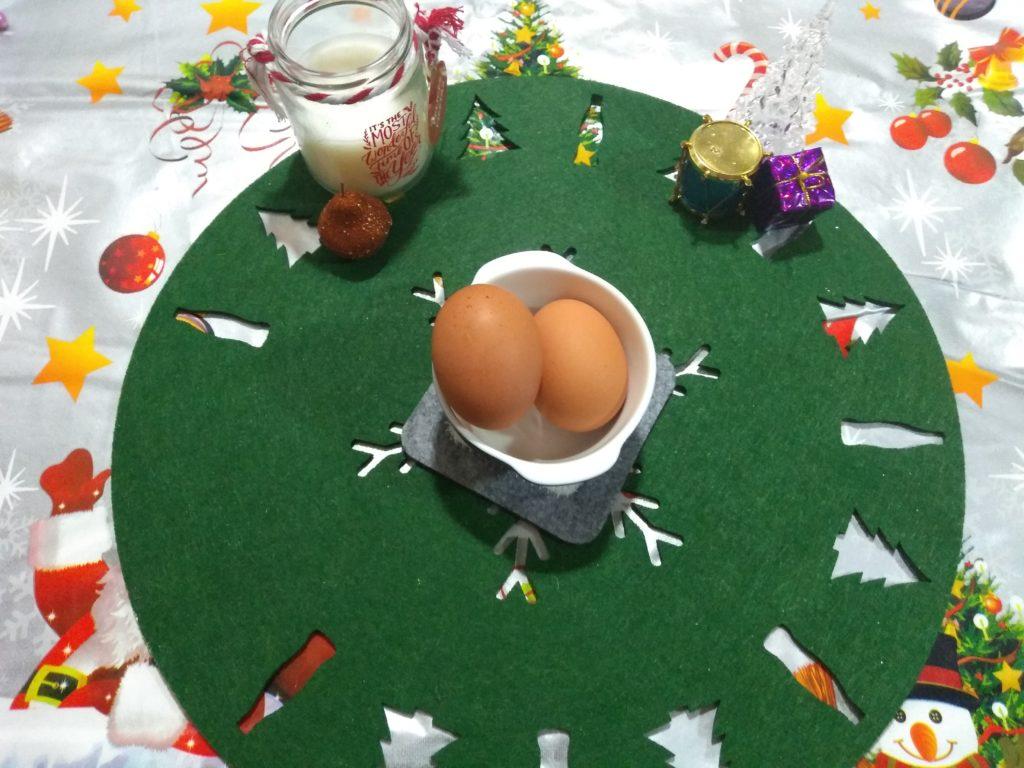 Dos huevos frescos Rollo de carne picada relleno en Reyes