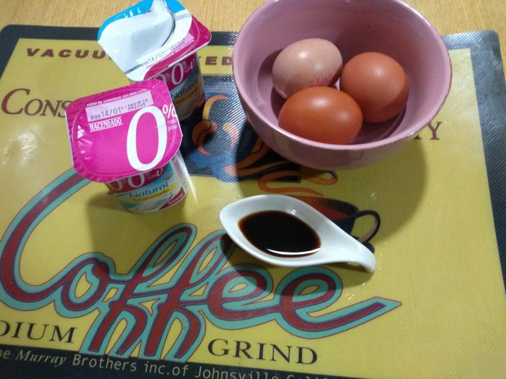 yogures, huevos y vainilla
