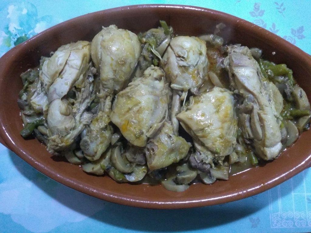 Pollo en salsa con champiñones y trigueros